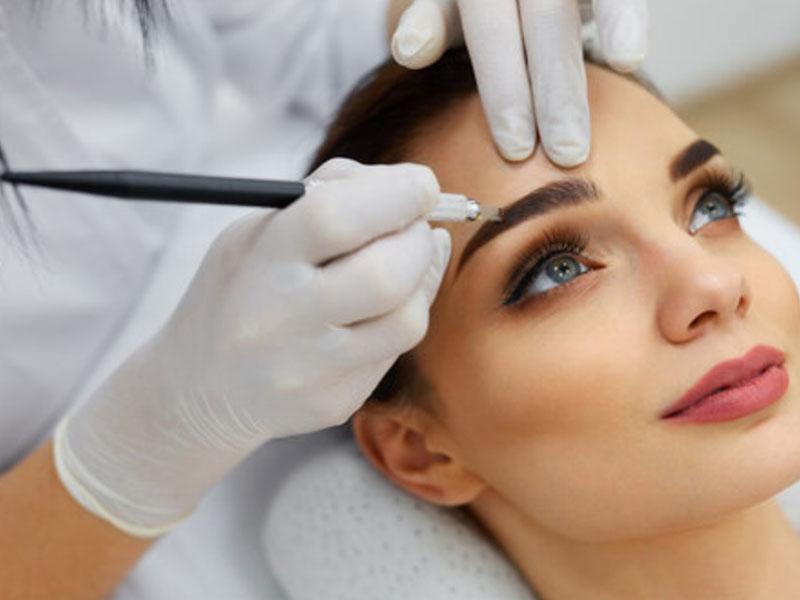 Une école internationale de maquillage permanent